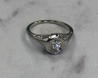 18kt White Gold Lady's Art Deco Style Vintage Estate Diamond Ring in Excellent Condition