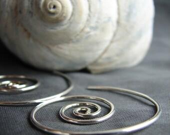 Nautilus wind-in sterling silver earrings