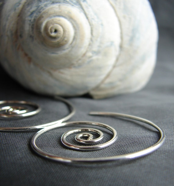 Nautilus wind-in sterling silver earrings