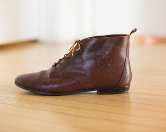 90s Brown Brazilian Leather Ankle Booties // Grunge Emblem Pixie Granny BOOTS - Size 10