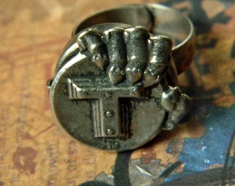 Unusual Vintage Monogram Poison Ring - Letter T Poison Ring - Metal Fabrication - Universal Adjustable Fit - Unusual Novelty Assasin's Ring