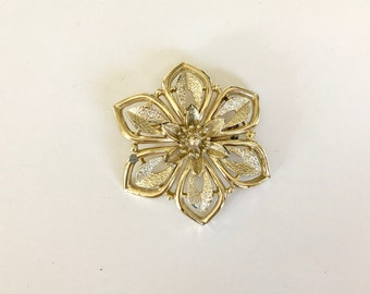 Vintage Gold Flower Brooch/Pin