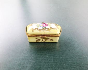 French Limoges Porcelain box,Decore Main,Gift idea,Anniversary gift,Hand painted,Vintage box,Yellow box,Trinket box,French Vintage box