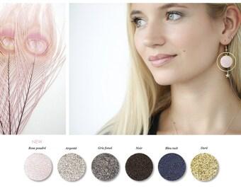 1 PAIR of earrings in resin the air sequined