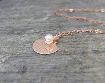 Wedding jewelry Rose gold Bridesmaid necklace beach wedding Bridesmaid gift gold bridesmaid jewelry Delicate rose gold Shell necklace pearl