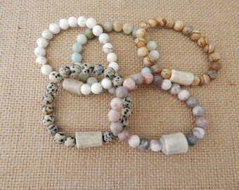 Antler bead bracelet with semiprecious stone beads, boho style, beach chic, neutral, stacking bracelet, stretch bracelet
