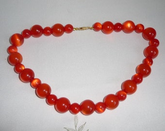 A Great Retro Boho Moonglow Effect Orangy Red Round Lucite / Plastic Bead Necklace