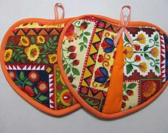 """Pair of heart shapped """"Brown/Flowers"""" pot holders"""