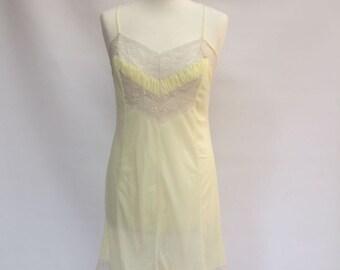 1960's vintage petticoat / Vintage 60s nude petticoat / Yellow 1960 petticoat / Sexy full slip petticoat / Pinup yellow lingerie
