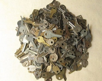 10 pcs Vintage Keys, Flat Keys, Old Keys, Steampunk Keys, Strange Keys, Keys Collections, Salvaged Keys, Instant Collection