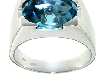 18 carat gold ring with Blue Topaz