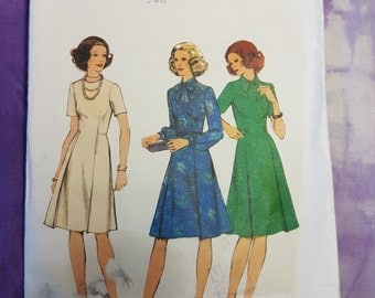 Style 4814 Classic Day Womens Dress 1970s Vintage Sewing Pattern Size 10