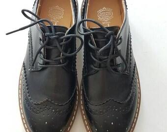 Black brogues shoes for woman size 37 eur, vintage style