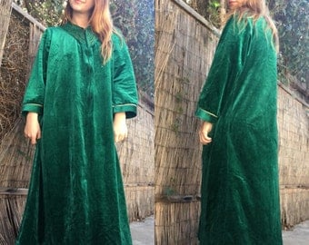 Vintage Green Velour Mrs. Claus Christmas Nightgown / Size L / ugly xmas