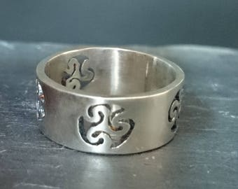 Silver Solitaire ring with Celtic motives
