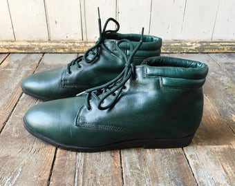 Vintage 80s Danexx Green Leather Lace Up Pointed Toe Flannel Interior Witchy Boots 6