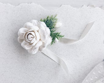 Winter wedding, White rose Flower wrist corsage, Bridal bracelet, bridesmaids corsage, bridal wrist corsage, weddings, flower bracelet