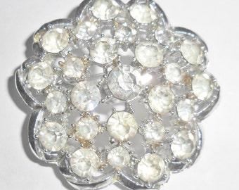 Pretty vintage silvertone clear rhinestone rounded flower brooch