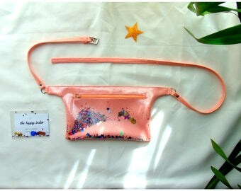 Pink pouch, adjustable waistband, with beaded Rainbow and stars shakerabili.