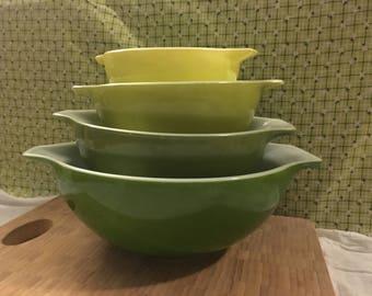 Vintage Pyrex Verde 4 pc Mixing Bowl Set