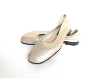 VINTAGE Women's silver size 7.5 CLASSIQUES ENTIER ballet flats, 90s flat shoes, made in Italy, never used in original box