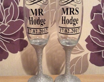 Mr and mrs personalised vinyl wedding champagne flutes