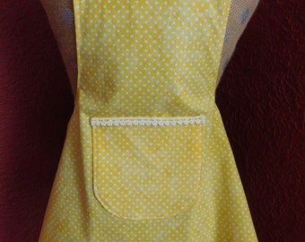 LITTLE GIRLS APRON ---- yellow with white dots - white trimmed pocket and white bows