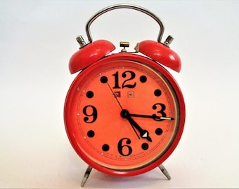 Mechanical alarm clock, Chinese table clock, Red Metal Mechanical Alarm Clock, 70s