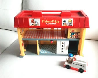 Vintage 1976 Fisher-Price Play Family Children's Hospital #931 In very nicecondition