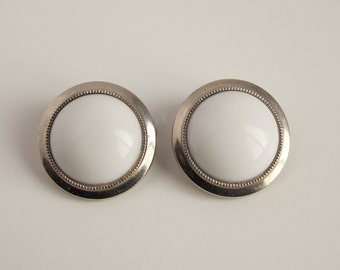 Vintage earrings, mod jewelry, round white earrings, white and silver clip on earrings, Mad men earrings, mod earrings, costume jewelry. J18