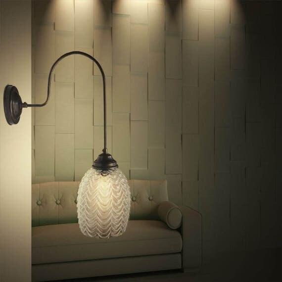 Messing geoxideerde muur lamp met slanke U vormige arm en