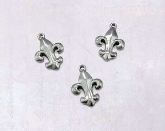5 x Small Stainless Steel Fleur De Lis Charms - Double Sided Dark Silver Tone