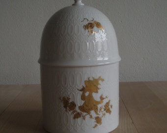 Porcelain bonboniere / lidded bowl – Bjørn Wiinblad