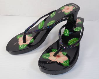 Vintage Woodies Sandals Size 10 Wood Platform 2 Inch Heels Flip Flops Thongs Hand Painted Black Lacquer Pink Hibiscus Flowers And Sequins