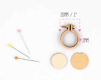 "Dandelyne: 1"" (2.5 cm) Wooden Embroidery Hoop Kit"
