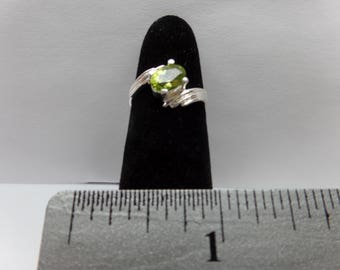 Vintage Sterling Silver ring w/ Light Green Stone / FCM
