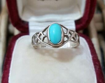 Vintage 925 sterling silver ring, celtic frame with larimar gemstone, size o