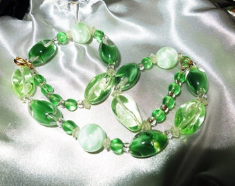 Lovely 1960s green and clear art glass necklace