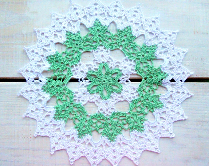 10 inch Round Crochet Doily, Bicolour Doily, Handmade Crochet Lace, Housewarming Gift, White and Green Table Decor, Natural Table Decor