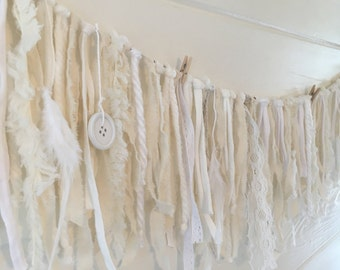 Garland Fluffy white 2 metres