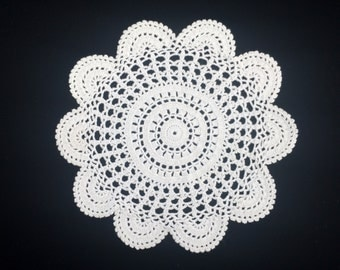 Crochet Doily. White Lace Doily. Vintage Round Crochet Lace Doily. Crocheted White Cotton Lace Doily. RBT1478