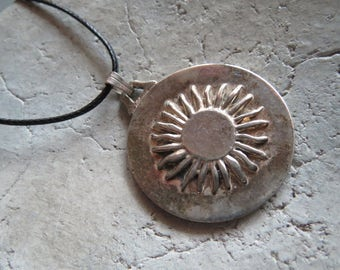 Sun pendant, Vintageschmuck-vintage old charms with plain band, chain, pendants Sun