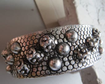 Bangles, metal tires, retro, 70s, hippy, metal bracelets, silver colours, Bush-hammered, patterned