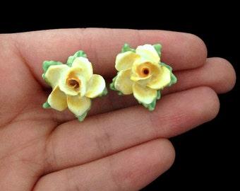 Ceramic Earrings - Botanical Earrings - Yellow Earrings -Light Yellow - Screw Back Earrings - Antique Earrings - 1940s Earrings - Vintage