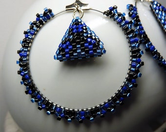 Miyuki Delica beads 11/0 3D earrings / / black and indigo blue