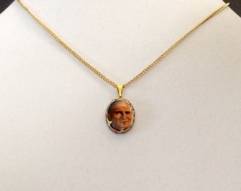 "Vintage religious medallion, Pope John Paul II medallion, 3/4"" medallion with an 18"" gold overlay link chain"