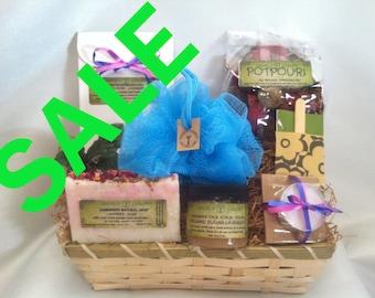 Natural Lavender Gift Basket Women gift Spa Gift Set New Mom Gift Gift for her.Womens Spa kit Gift for mom Soap bath salt bath body gift set