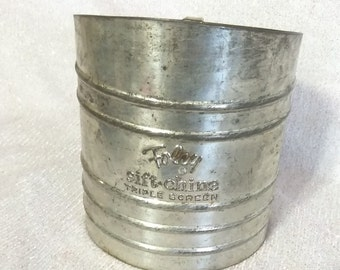 Foley Vintage Flour Sifter   PreOwned and Used  in Great Condition....Great Patina