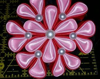 Red/pink kanzashi flower hair pin
