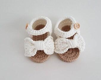 Crochet baby sandals, baby slippers, baby uggs, baby shoes, baby schoentjes, baby schuhe